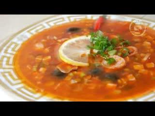 Самая НОВОГОДНЯЯ солянка, цыганка готовит.Я её сварила из того,что было. Gipsy cuisine.