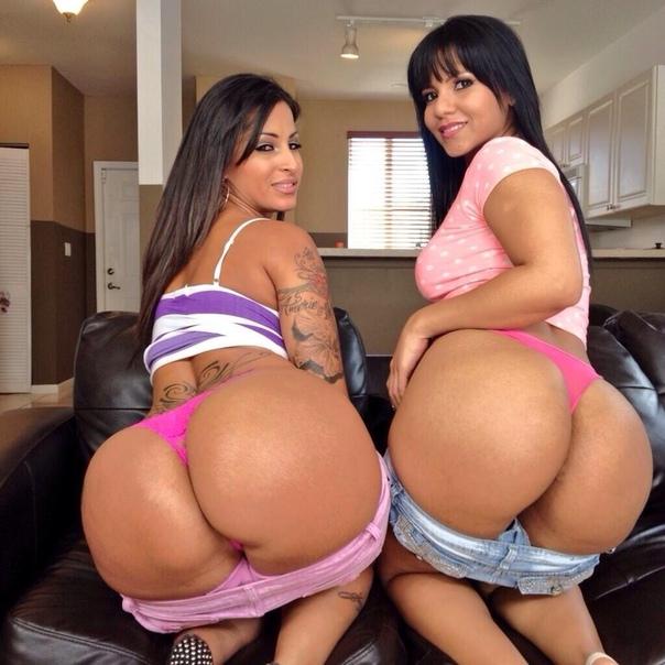 Big butt twerking naked