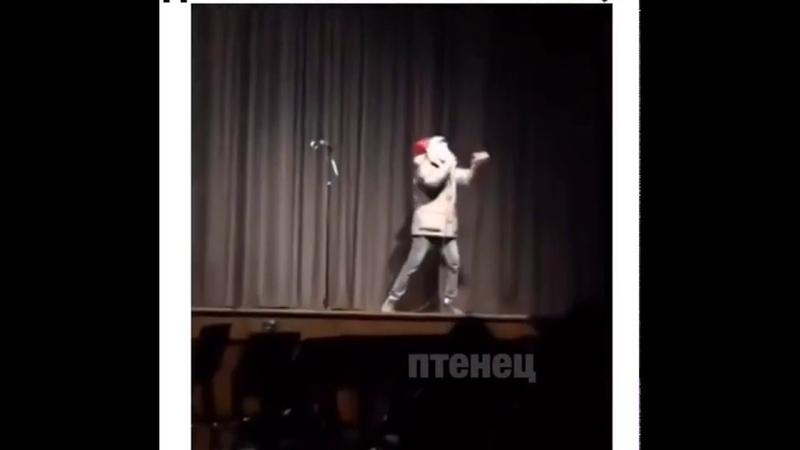 Когда мой друг дорвался до микрофона в караоке