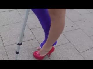 Crutching llc high heel