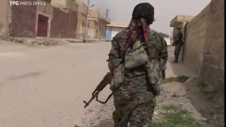 Kurdish women battling ISIL gangs inside Raqqa