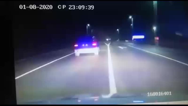 Видео погони за порш каеном Этот водитель Каена сбил в махе женшину и скрылся по пути на сулакском посту зацепил гранту и пр