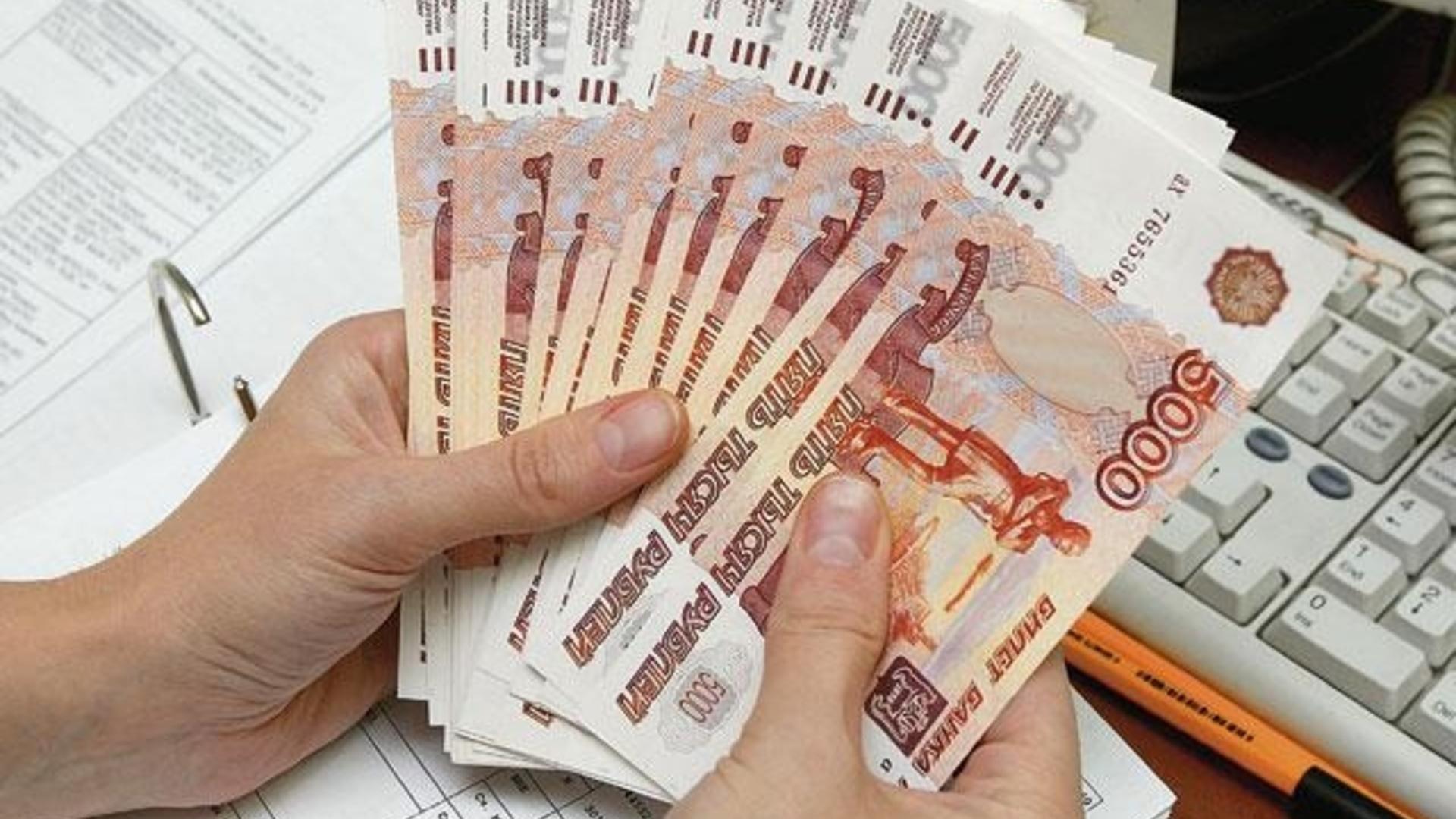 В КЧР бывший банковский работник украла у клиентов крупные суммы денег