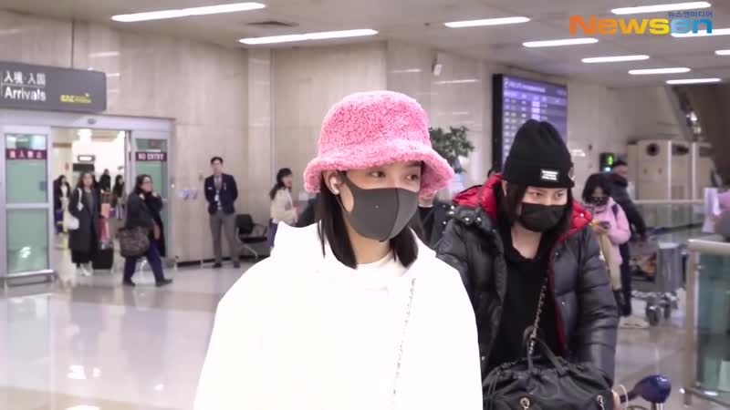 Victoria at Gimpo Airport for a Jimmy Choo Event 200109