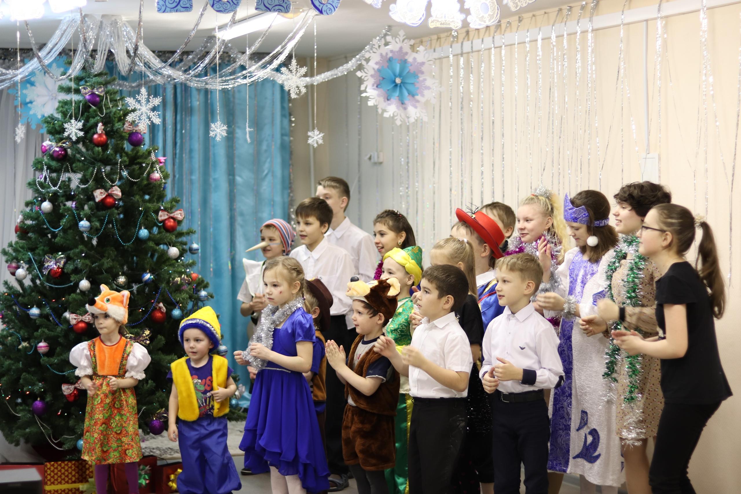 Руководитель администрации Николай Жилин посетил Елку социально-реабилитационного центра для несовершеннолетних в Усогорске