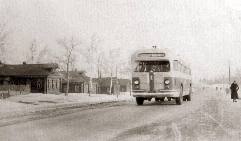Автобус на Московской улице (ныне проспект), 1951 год