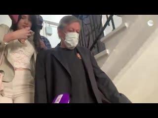 Идущего на заседание суда Ефремова сняли на видео