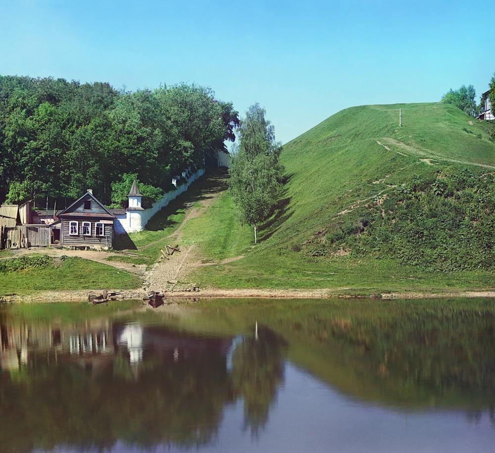 Крепостной вал около Борисоглебского монастыря в начале XX века