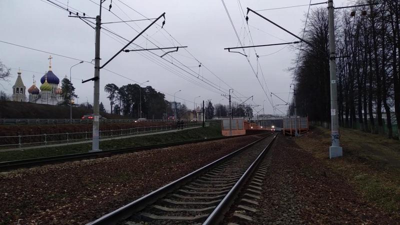 Электропоезд ЭП2Д-0069 проезжает платформу Переделкино, Киевского направления МЖД.