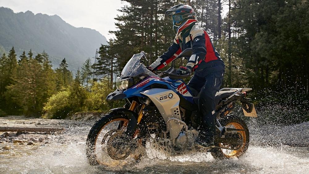 Компания BMW отзывает 4026 мотоциклов из-за мигающих стопов