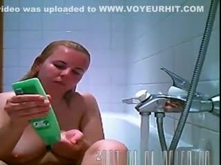Голые малолетки с писей и сисями.russian babe caught on bath tub spy