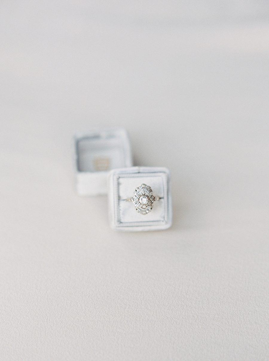 g5tTwP5nVfg - Обручальные кольца в стиле Арт деко