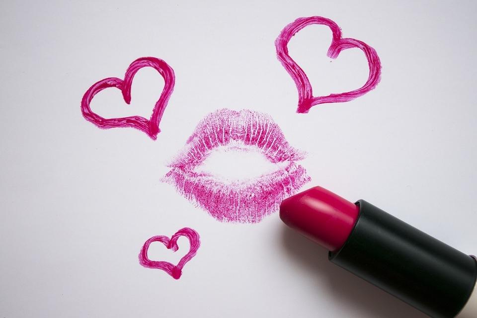 Поцелуи делают нас здоровыми, красивыми и стройными: интересные факты о поцелуях