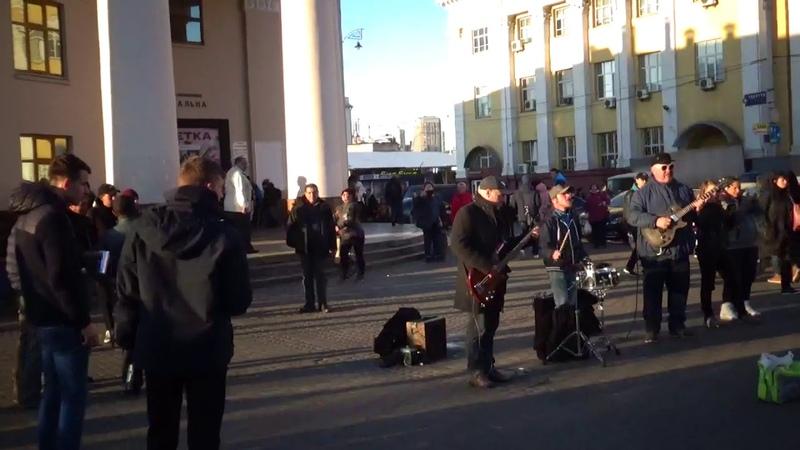 Весёленькое видео из Киева...