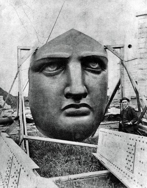 Лицо Статуи Свободы ожидает монтажа на острове Свободы. Нью-Йорк. США. 1886 год