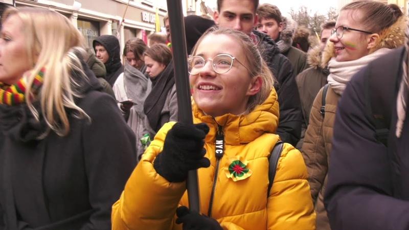 Įkvepiančios jaunimo eitynės sostinėje tūkstančiai eina Laisvės keliu