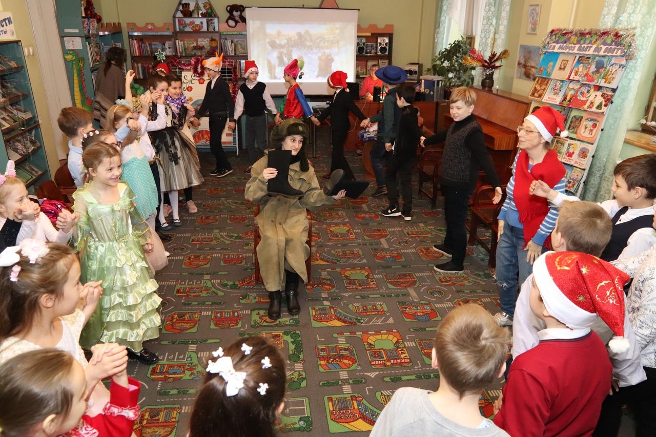 донецкая республиканская библиотека для детей, отдел обслуживания дошкольников и учащихся 1-4 классов, с библиотекой интересно, детям обо всем на свете, новый год в библиотеке