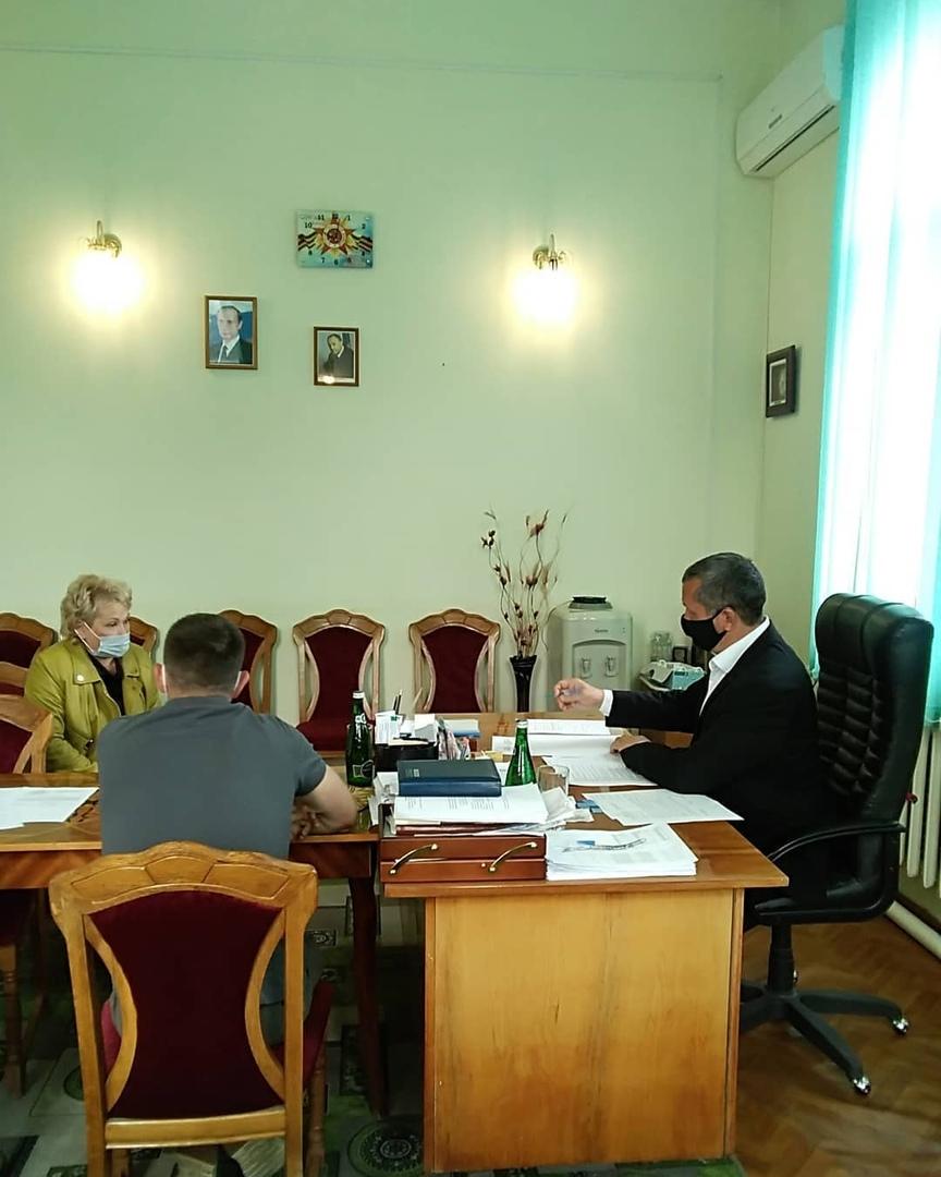 Куратор Петровского района Иван Козаченко провёл приём жителей в администрации муниципалитета