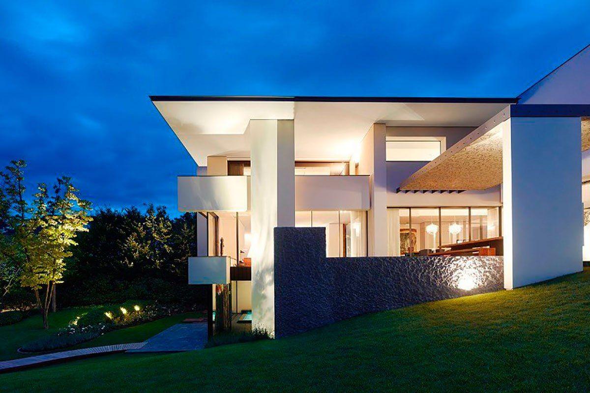 Архитектурная студия Alexander Brenner выполнила проект трёхэтажного частного дома SU в Штутгарте, Германия.