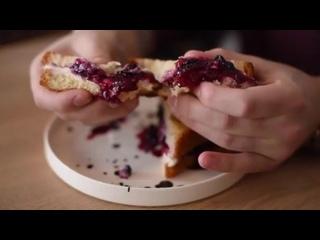 У всех нас есть любимое блюдо, но наш сладкий сэндвич на мягкой булочке бриошь заставит пересмотреть свои приоритеты 🥪Он слави