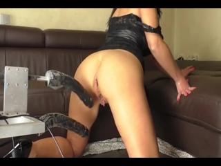Сучке так мужика захотелось, что она решили рвать свои дырки без жалости (Русское Порно, Секс, Porn, Sex)
