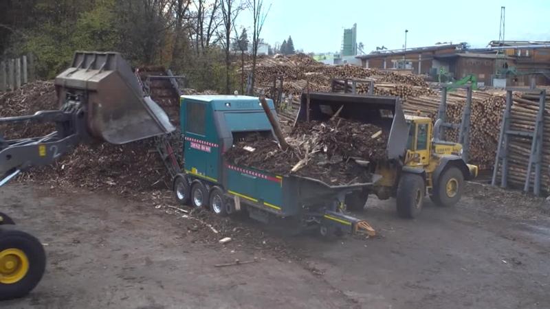 JENZ Biomasseaufbereiter BA 965 D bei Lener Hackgut in Tirol