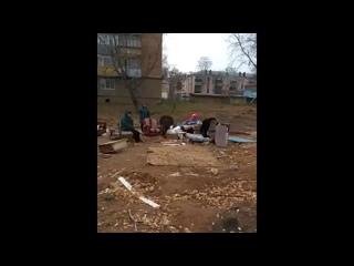 Жильцы снесенного дома по Белоглазова 111 шестой месяц живут на улице.