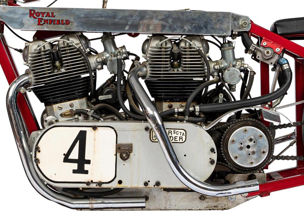 Royal Enfield с двумя двигателями - первый мотоцикл без обтекателя, разогнавшийся до 200 миль/час