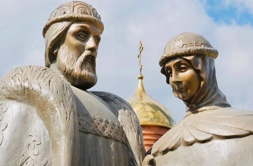 В Златоусте поставили памятник «семейным святым»!
