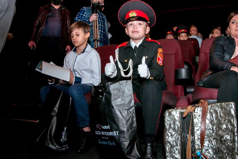 Кинокомпания «Союз Маринс Групп» выступила партнёром детского творческого конкурса «Юрий Гагарин – Герой нашей эпохи», изображение №2