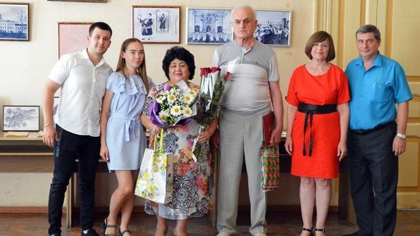 Семья из Новочеркасска получила почетную медаль за 30-летие совместной жизни
