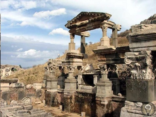 Легендарная Троя оказалась намного древнее, чем считалось Археологическая группа под руководством профессора Рустема Аслана в ходе раскопок в древнем городе Троя на северо-западе Турции
