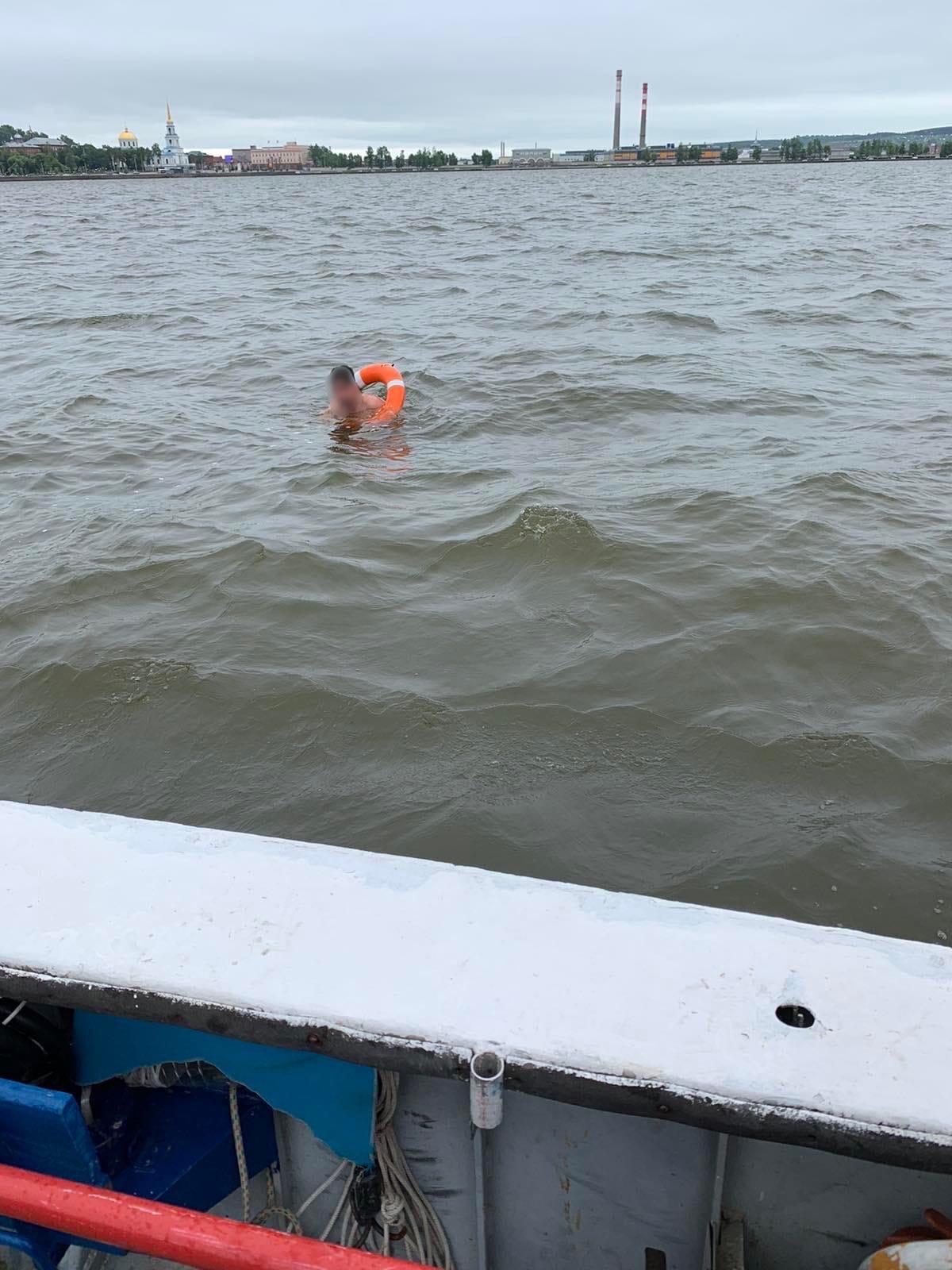 В Воткинске спасли мужчину, который хотел переплыть