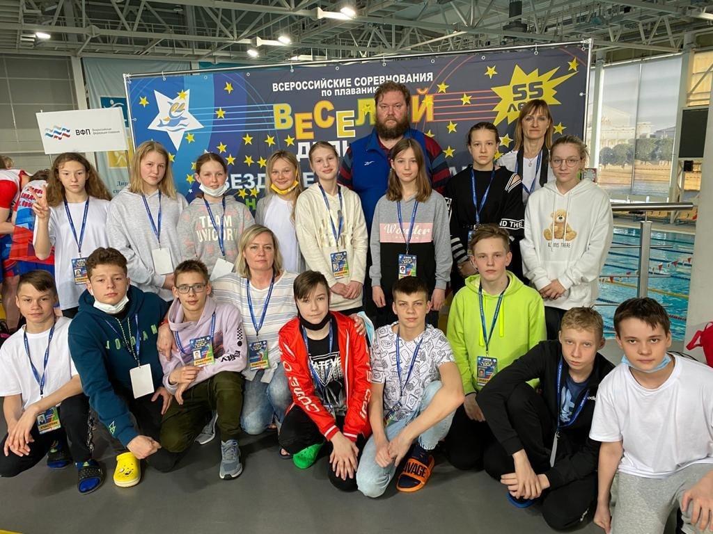 С 21 по 25 апреля в Санкт-Петербурге в спортивном комплексе «Центр плавания» прошли Всероссийские соревнования по плаванию «Веселый дельфин». В соревнованиях приняли участие 1100 юных российских спортсменов – юноши 13-14 лет и девушки 11-12 лет из 67 регионов Российской Федерации.