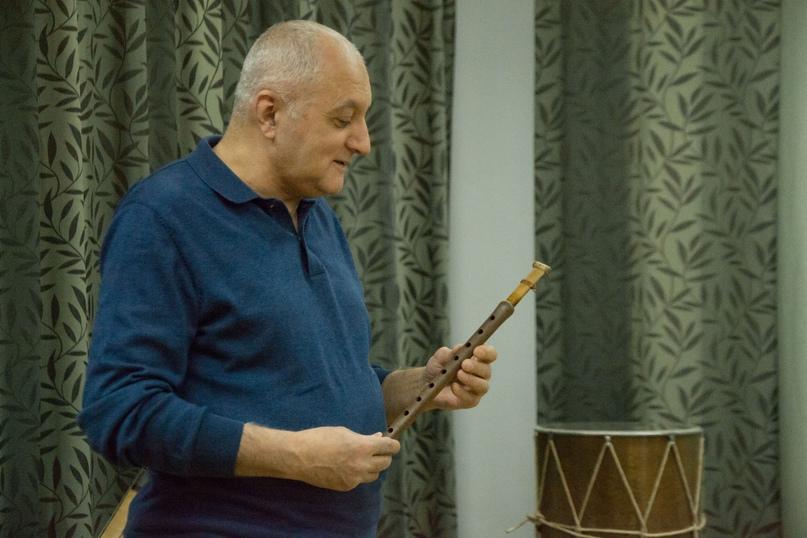 В Центральной библиотеке проходит выставка армянских народных инструментов, изображение №3