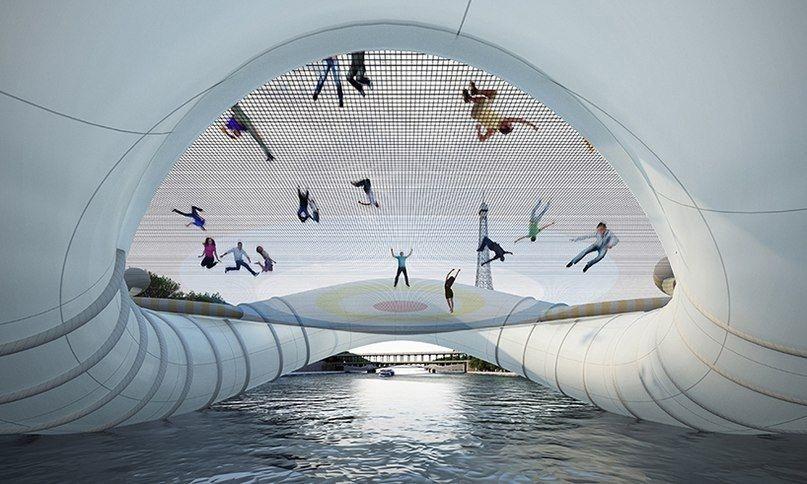 Мост-батут в Париже