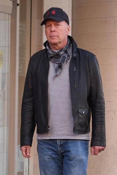 Брюса Уиллиса выгнали из аптеки из-за отказа надеть защитную маску