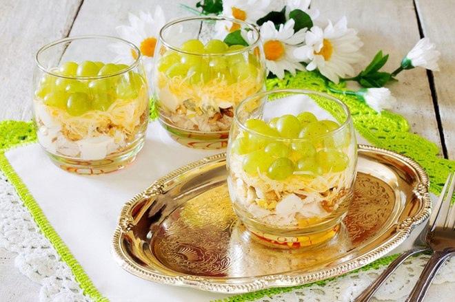 Салаты в креманках. 3 рецепта и варианты подачи)