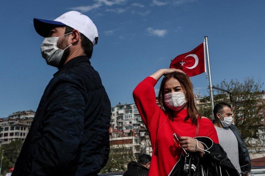 Турция принимает туристов только с вакциной Sputnik V