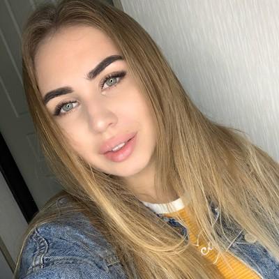 Ангелина Ли