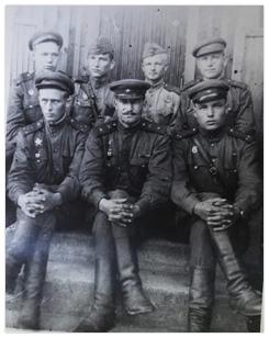 На этом фото – Г. Колосов после присвоения звания. Второй сверху слева. Совсем мальчишка…