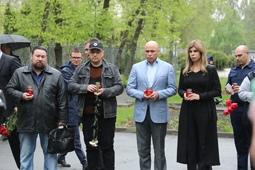 Игорь Артамонов вместе с липчанами почтил память погибших в Казани