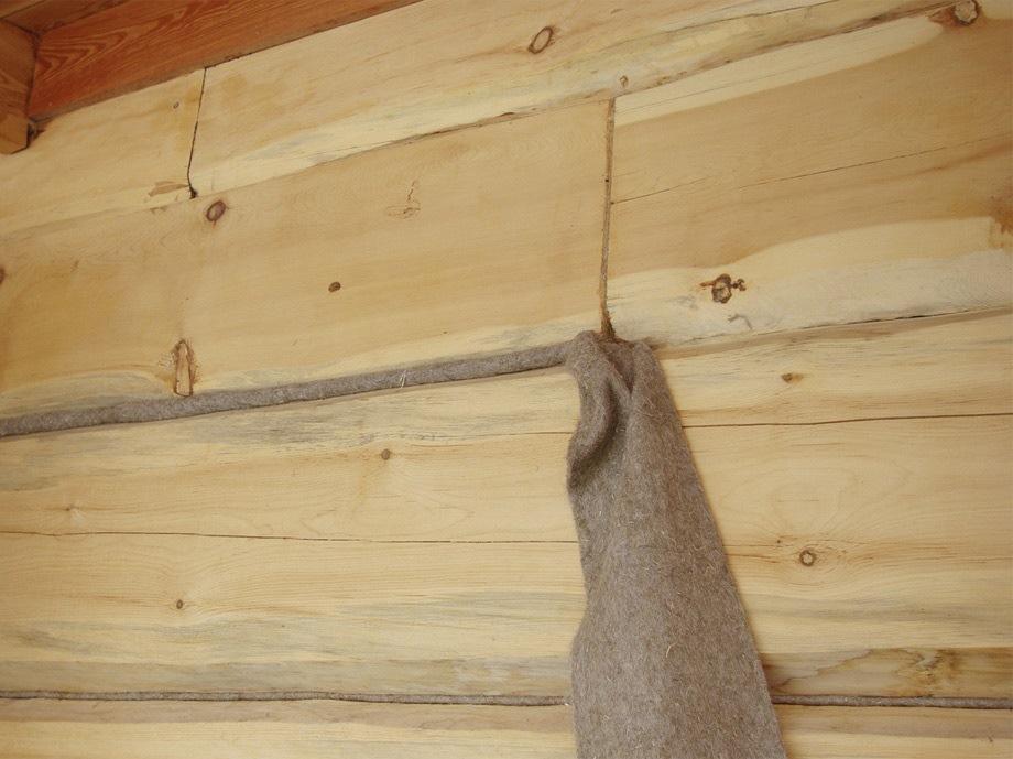 Конопатка сруба из бревна льном