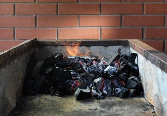 Как готовить шашлыки и можно ли их жарить там, где вам вздумается?