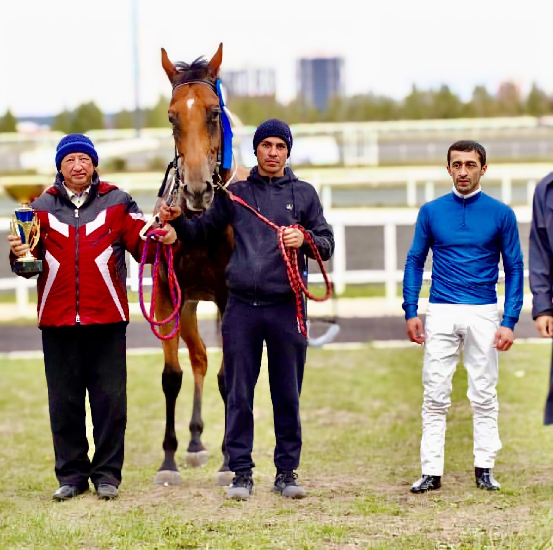 Лошади можгинца Гарифуллина Радика Мансуровича в очередной раз заняли первые места в скачках на Международном конно-спортивном комплексе «Казань»!
