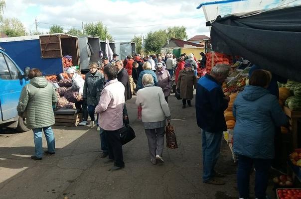 Люди злые, но берут: картофель на овощном рынке в ...