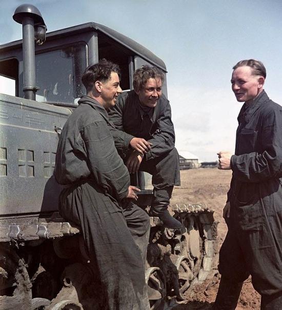 Трактористы, 1950-е Небогатые люди, которые по праву чувствовали себя хозяевами своей страны!