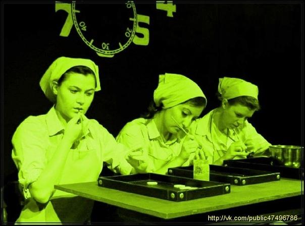 СВЕТЯЩАЯСЯ КРАСКА UNDAR И РАДИЕВЫЕ ДЕВУШКИ adium Girls (Радиевые Девушки) - так в американских газетах назывались женщины, работавшие на заводе компании US Radium. Женщины голыми руками работали
