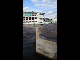 Ветер сносит наш Титаник