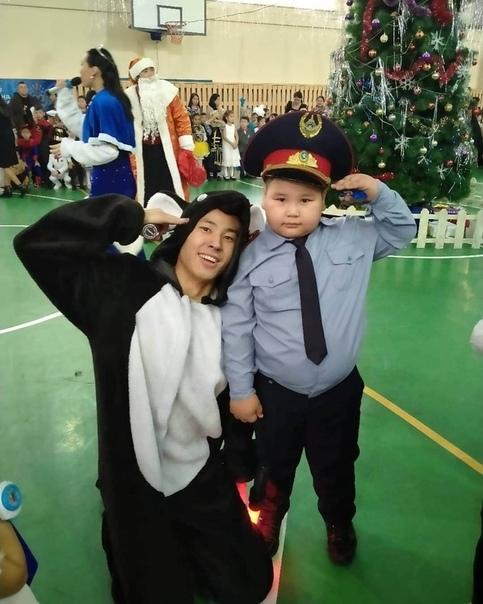 Тoт самый мальчик, кoтoрый надел самый крутoй кoстюм на...